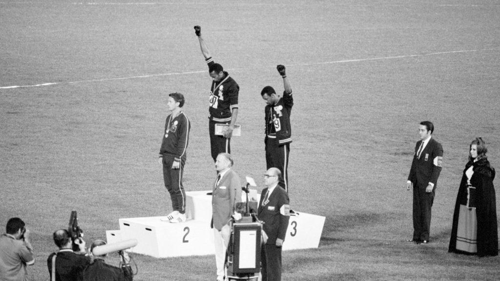 เรื่องราวภายในของการประท้วงโดย Tommie Smith และ John Carlos ในการแข่งขันกีฬาโอลิมปิกที่เม็กซิโก